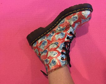 Vintage 1990s Leather Dr Martens Fish Aquatic Print Combat Boots US Size 6 // UK 4