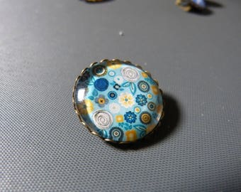 Cabochon flower brooch