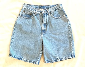 GAP Classic Fit Women's High Waist Denim Mom Shorts Size 10 Waist: 26""