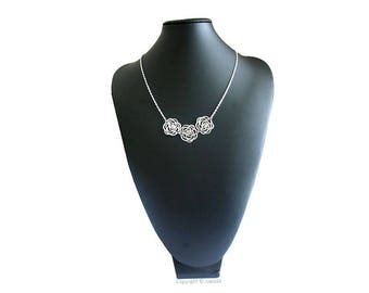 Necklace silver trio of flowers