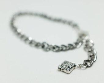 Square pendant curb drop bracelet