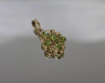 14k - 2.50 ct - Faint Green Peridot Pendant From Set in Yellow Gold