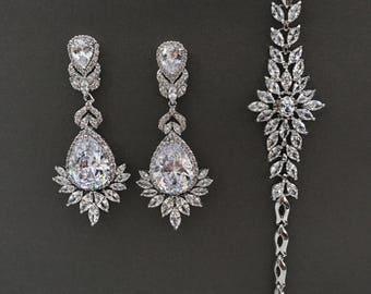 Bridal jewelry, bridal bracelet, Crystal teardrop earrings Vintage gold bridal earrings rhinestones, pageant earrings