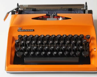 Triumph Contessa De Luxe typewriter 1972. Stunning condition!