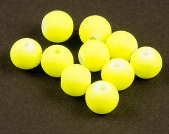 50 8mm neon yellow rubber effect glass beads - 22302