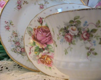 Elizabethan & Paragon English Bone china mixed trio pink roses and rosebuds. Just Gorgeous! As new condition