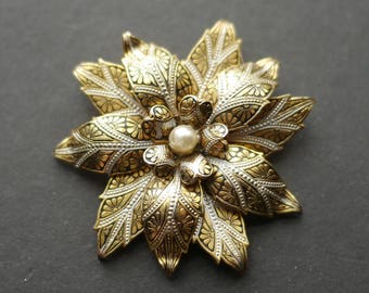 Damascene Toledo black and gold flower brooch with faux pearl centre