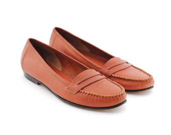 tan leather loafers | brown vintage loafer shoes | leather flats | slip ons slippers | casual everyday shoes | size 8.5