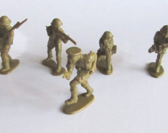 Rare Vintage Lot 5 pcs Plastic Military toys - SOLDIERS