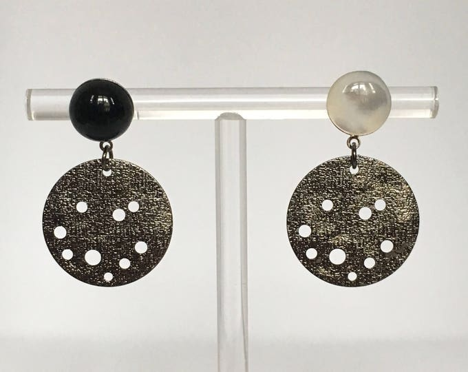 Asymetrical drops, Silver drop earrings with black agate and mother of pearl stones