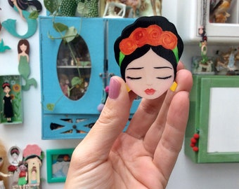Frida Kahlo brooch of wood, Zoownatas.