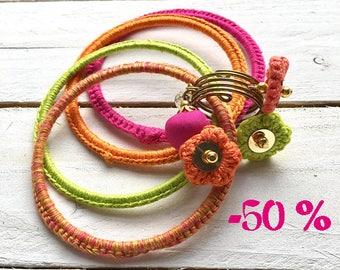 SUMMER SALE / / / set of 4 bracelets Pop Flowers with 3 flowers chochetees