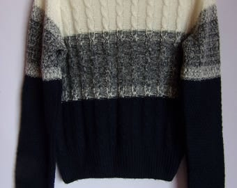 Vintage Women's Jumper/White Dark Blue Sweater/ Warm Soft Jumper/Knited Pattern/Elastic Jumper/Long Sleeve/Size M/ Made in UK