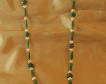 Vintage Long Green and Cream agate look plastic necklace with gold tinted spacers J1-014