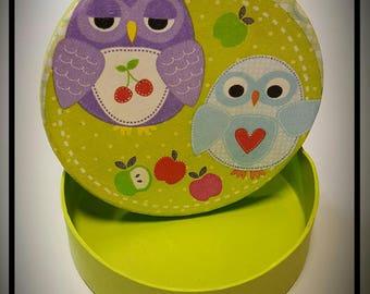 Round, cardboard box, owls