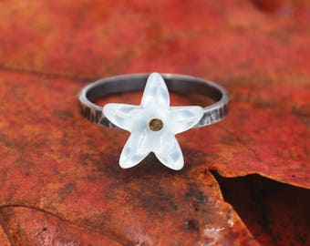 Mother of Pearl Flower Ring | Oxidized Sterling Silver Ring | Shell Flower Ring | 1cm |