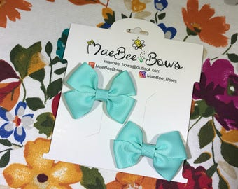 Aqua bows