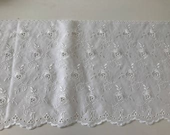 eyelet lace 20 cm in width, color white