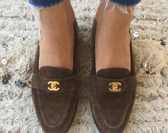 Vintage 90's CHANEL CC TURNLOCK Brown Suede Leather Loafers Slip Ons shoes eu 37.5 us 6.5 - 7