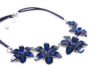 Dark blue flower necklace, costume jewellery, vintage jewellery, crystal necklace, navy necklace, daisy necklace, 1990' necklace