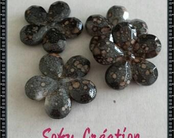 Set of 4 resin flower beads