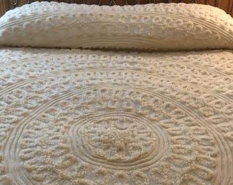 Vintage Cream And White Coloured Plush Chenille.Vintage bedspread. Chenille Bedspread. Cottage decor, Beach home decor.