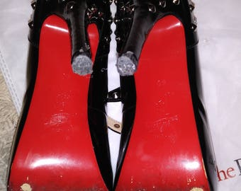 Black Patent Leather shoe with studs. Red Bottom sole. No Brand 8-8.5 or a slim 9