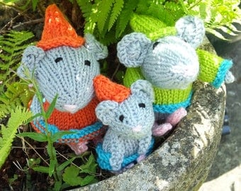Knitted mouse family