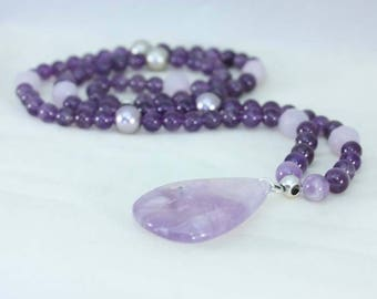 Necklace with amethyst stones and Swarovski pearls