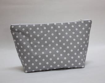 Makeup case in coated cotton gray with white polka dots