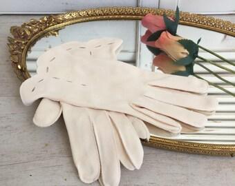 Mid Century Vintage Gloves Scalloped at the Wrist