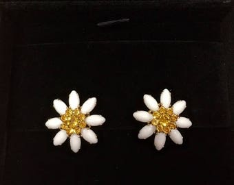 Beautiful daisy earrings