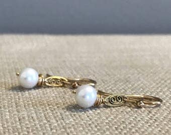 Pearl and Filigree Earring