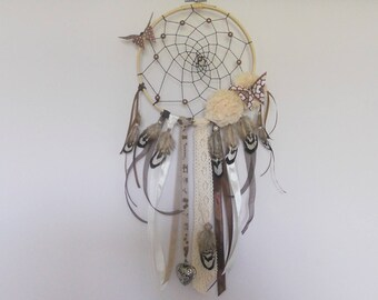 Grabs catcher black and beige on half of embroidery hoop