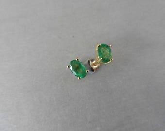 1.60ct emerald stud earrings