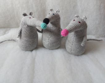 Ready made 17 cm Knitted Rat Toy