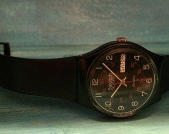 Vintage Swatch Watch. 1983 Collectible GB701 Swatch Watch