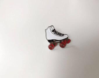 Rollerskates enamel pin