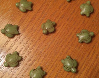10 Green Howlite Turtle Beads