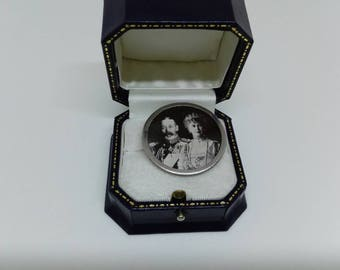 Rare Brooch/Pin with Real Photograph of George V and Queen Mary. Collectable Jewellery Royal Memorabilia. Silver Jubilee 1936