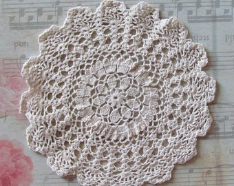 Crocheted lace Doily 17cm