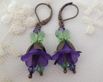 Earrings flower lucite and swarovski elements crystal.