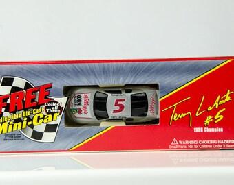 1996 Champion Kellogg's Racing Terry Labonte # 5 1/64 Scale Diecast Car