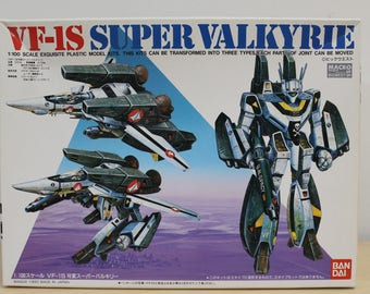 VF-1S Super Valkyrie Macross Robotech - 1/100 Scale - Bandai Model - 15th Anniversary