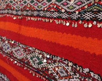 Berber rug | Moroccan rug| Vintage rug |Handira rug| Sequin rug| Atlas weavers | Handmade rug| handwoven rug |