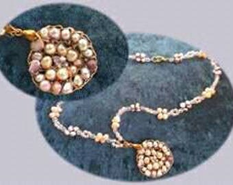 Knitted goldfild with perls and cristal beads