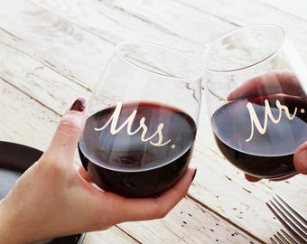 Personalized Wedding Wine Glasses for Just Married Couples - Mr and Mrs Plastic Wine Glass Bride and Groom Gift - Tossware Wine - TGFS011