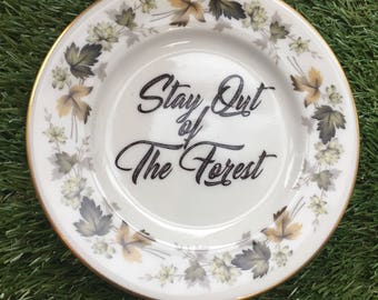 Stay Out of the Forest, My Favorite Murder customised Plate / Dish - MFM SSDGM My Favourite Murder podcast vintage murderino quote humour