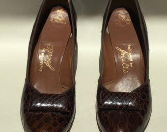 Brown leather 1940s pumps