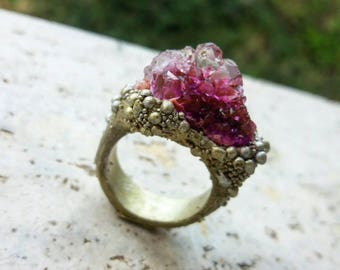 Coral frame crystal resin ring. Resin ring with amethyst crystal and coral effect frame